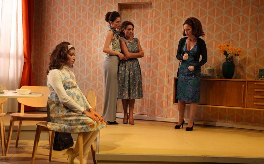 Al Teatro Manzoni di Milano lo spettacolo Due Partite di Cristina Comencini per la regia di Paolo Rota
