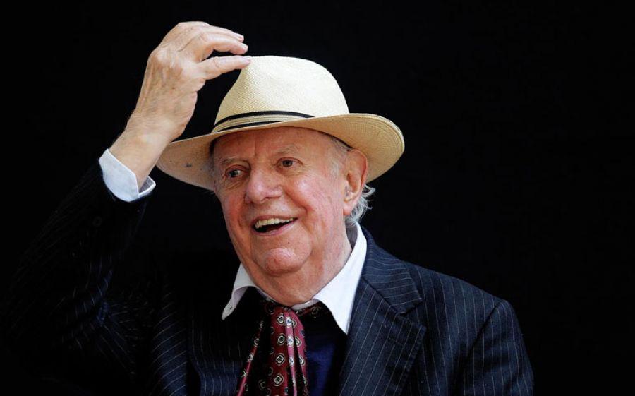 Addio a Dario Fo, è morto a 90 anni il giullare del teatro italiano che vinse il Premio Nobel per la Letteratura