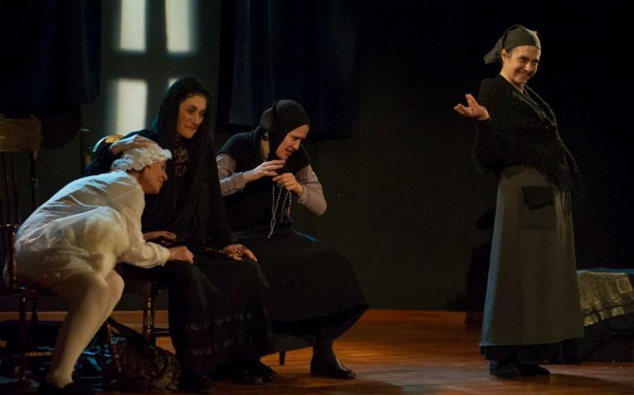 Arriva al Teatro Libero di Milano Atra Bile, la pièce noir sulla famiglia della spagnola Laila Ripoll