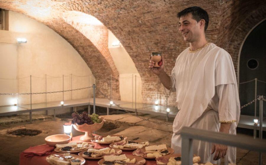 Un aperitivo in stile Antica Roma al foro romano di Milano