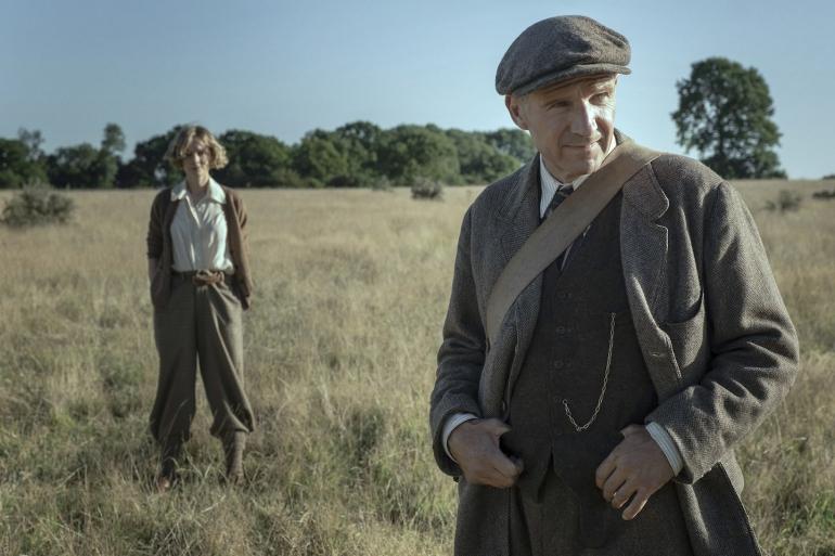 Da oggi su Netflix La Nave Sepolta, il film sugli scavi di Sutton Hoo con Carey Mulligan e Ralph Fiennes