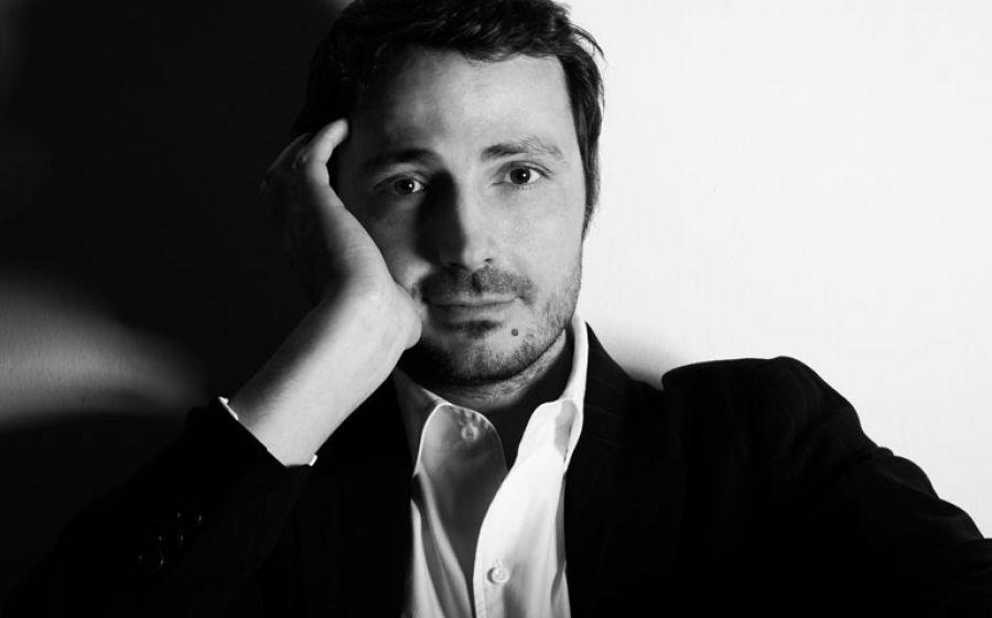 Da Novara a Milano, le poesie murali dello scrittore-giornalista Luca Mottaran