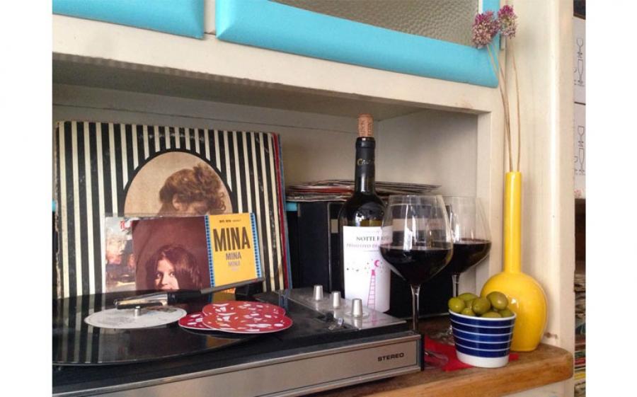 Salumeria del Design presenta Vini e Vinili, a Milano l'aperitivo con dj set a base di 33 giri e vino