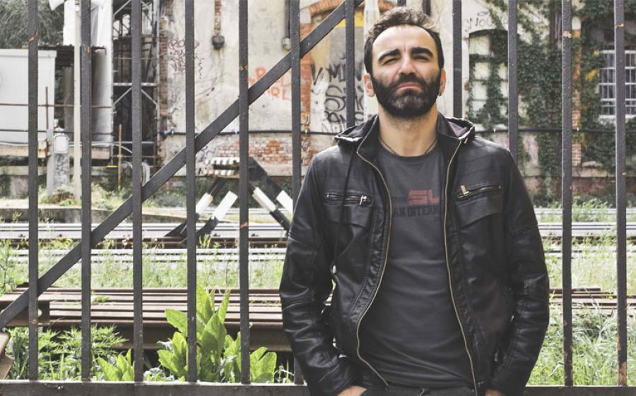 Passato Prossimo è il romanzo d'esordio di Alessandro Cona, edito da Progetti Cultura