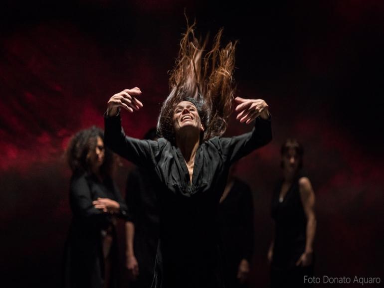 Madre, balletto civile al Piccolo Teatro