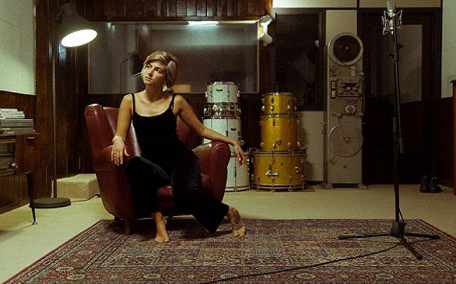 Black Lake: il nuovo singolo di Irene Maggi preannuncia l'uscita del nuovo album Tank Girl
