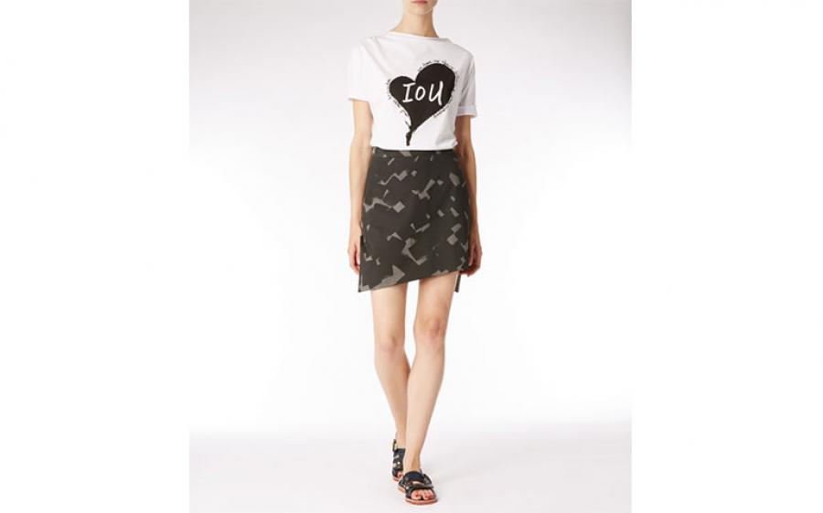 In arrivo la nuova collezione di t-shirts estive IoU create da Vivienne Westwood per la sensibilizzazione sulla problematica ambientale