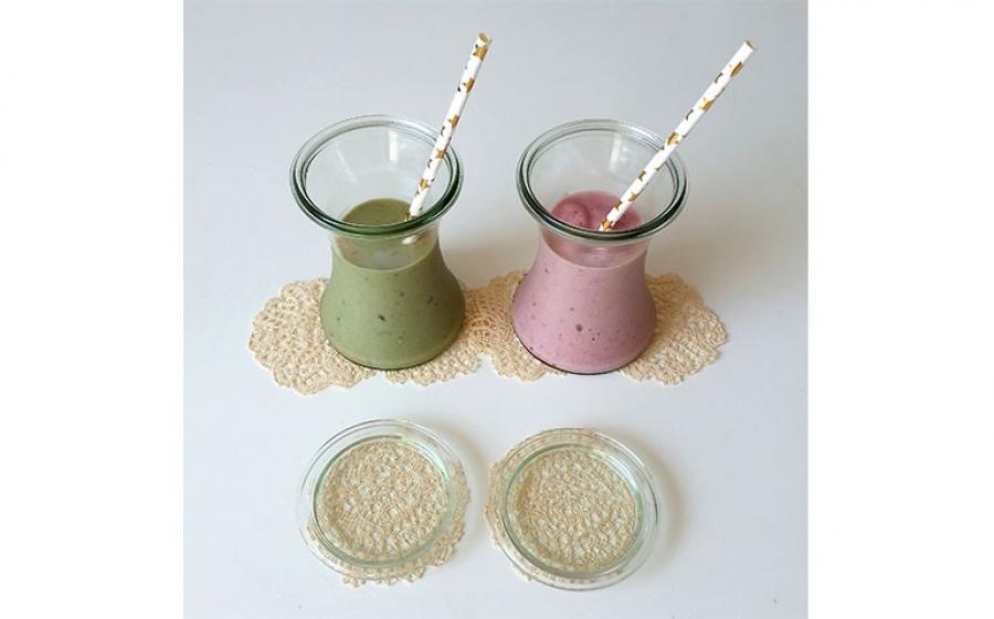 Ricetta smoothie con banana, pesca, lamponi ed alga spirulina