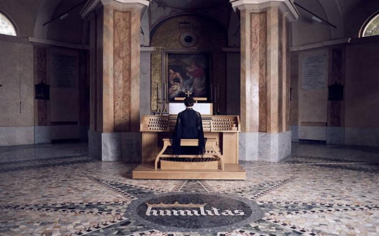 """""""The Sky in a Room"""" dell'artista Ragnar Kjartansson alla Chiesa di San Carlo al Lazzaretto (MI)"""