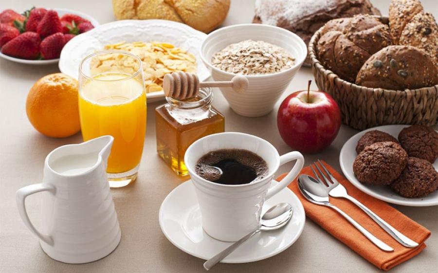 Mancano cento giorni agli esami di maturità. E se la colazione fosse importante quanto i libri?