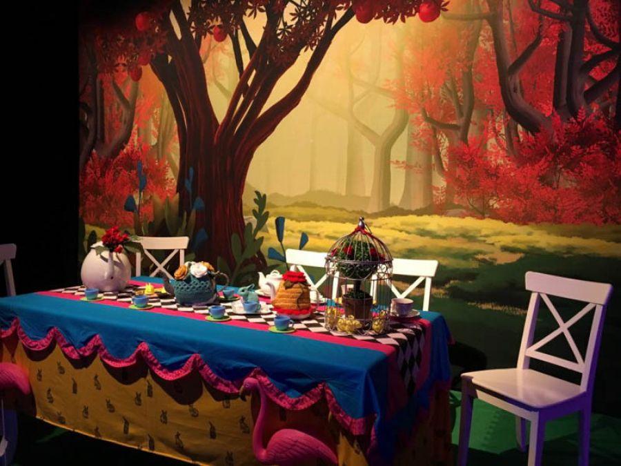 Rivivere le avventure di Alice attraverso una mostra meravigliosa