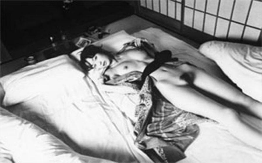 Araki Amore, le ultime opere dell'artista giapponese in mostra alla Galleria Sozzani