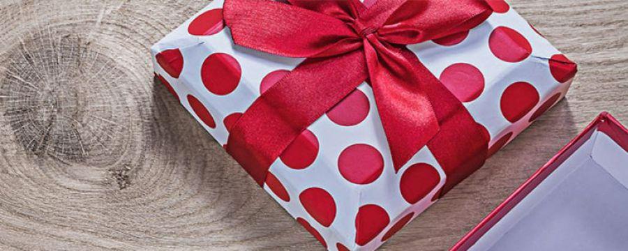 Idee regalo per lei sotto i 150 euro per un Natale da sogno
