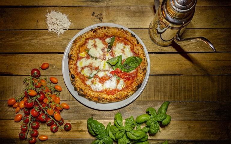 Un mare di farina, pomodoro e mozzarella: torna Pizza Convivium