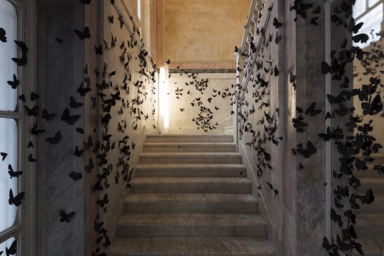 L'ora dannata – Carlos Amorales invade la Fondazione Pini con 15mila farfalle