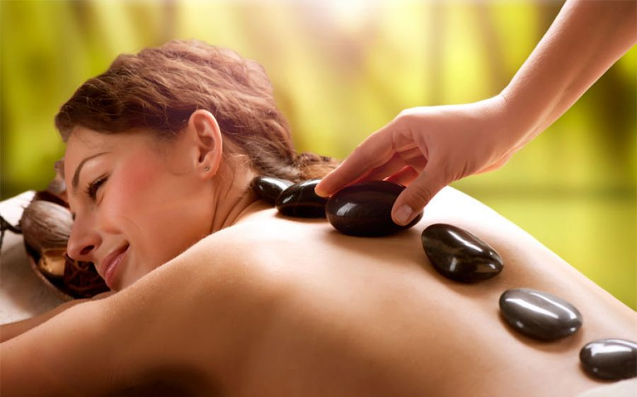 HOT STONE MASSAGE: la forza del calore sui Chakra