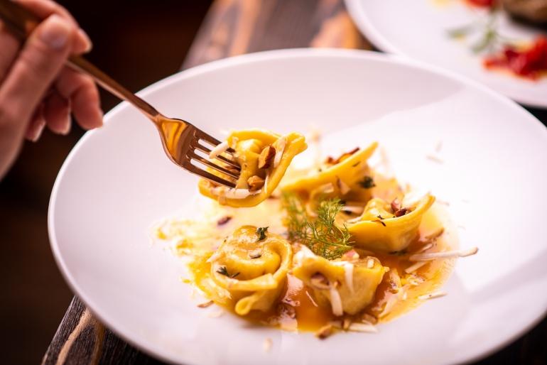 Enoteca Verso: mangiare tra 900 etichette di vino