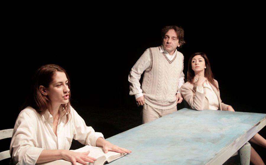 Il Teatro Filodrammatici di Milano presenta: La Donna che Legge, uno spettacolo unico che ci farà emozionare