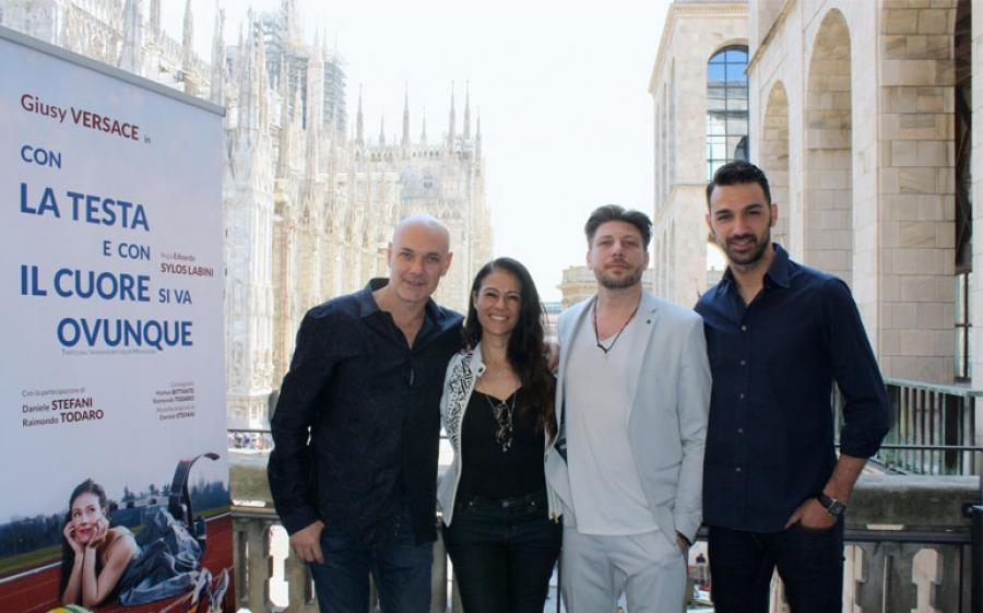 Al Teatro Manzoni di Milano Giusy Versace si racconta nello spettacolo tratto dal libro Con la testa e con il cuore si va ovunque