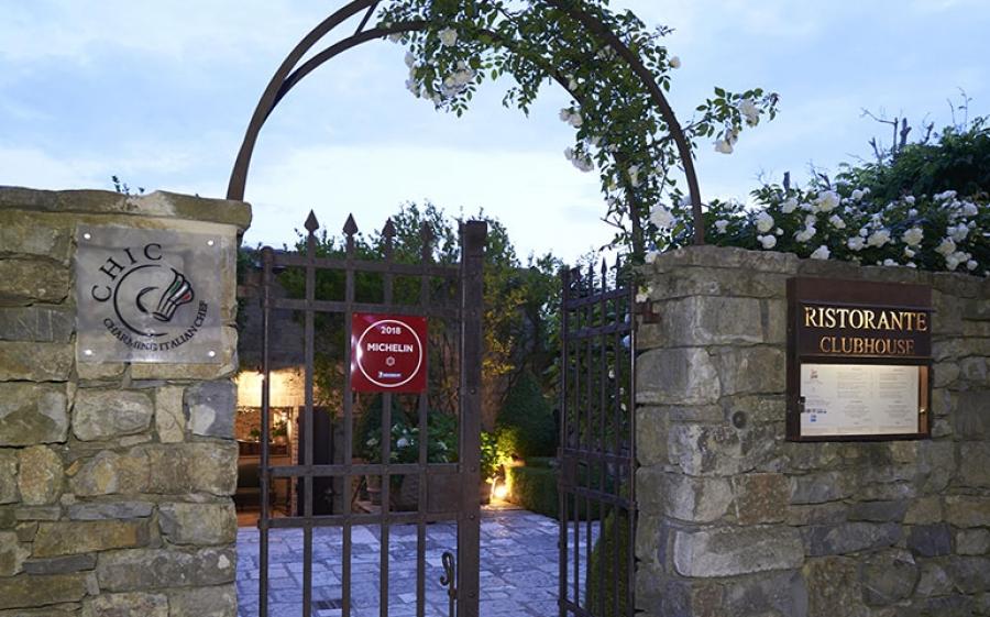 Ristorante Castello di Fighine, una stella Michelin nel verde delle campagne senesi