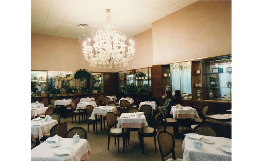 Sant Ambroeus-Il dolce salotto di Milano è il libro edito da Skira Editore a cura di Maria Canella