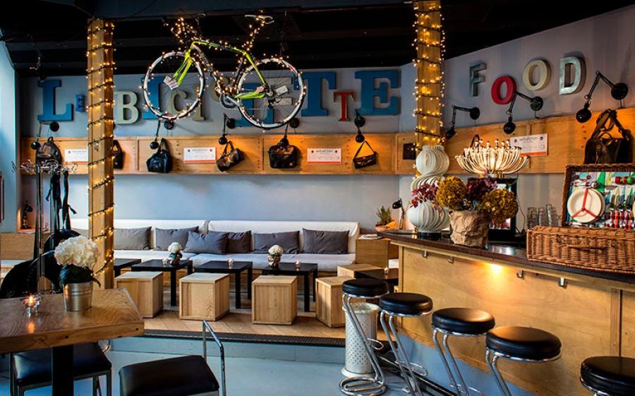 Non solo aperitivo. A Le Biciclette Art Bar & Bistrot si mangia fino a tardi