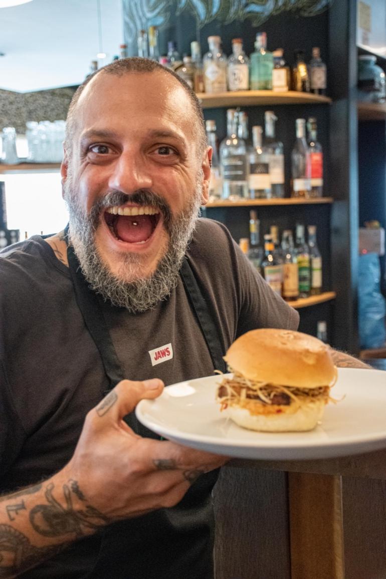 """Lo Chef Misha Sukyas presenta il suo nuovo panino """"Mishanesimo"""""""