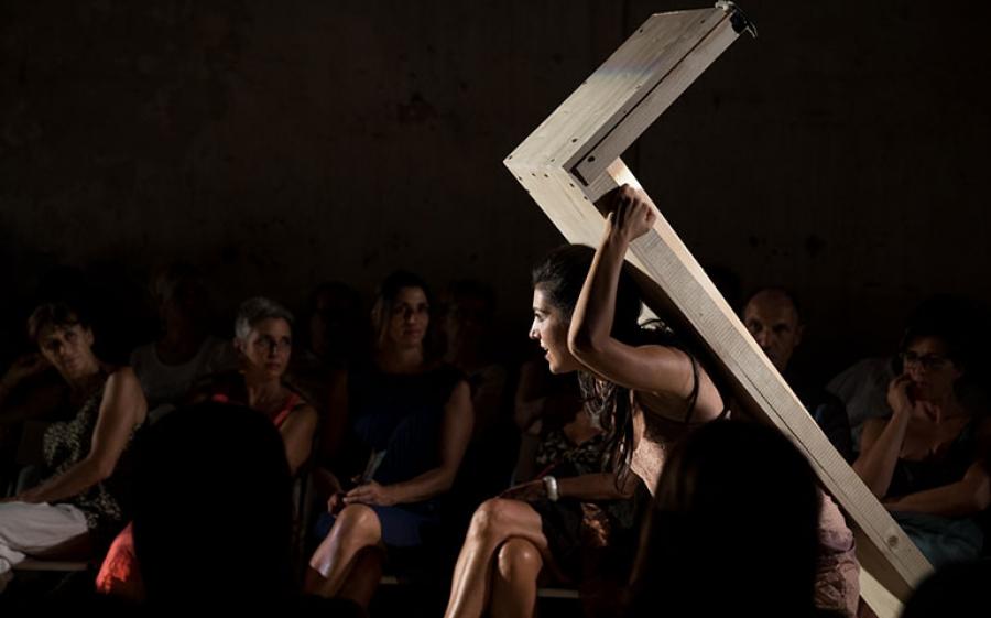 """""""Una casa di donne"""" di Dacia Maraini, monologo provocatorio e terribilmente attuale sulla prostituzione"""