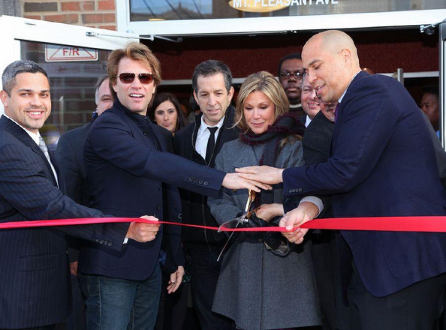 Bon Jovi apre un ristorante con il cuore