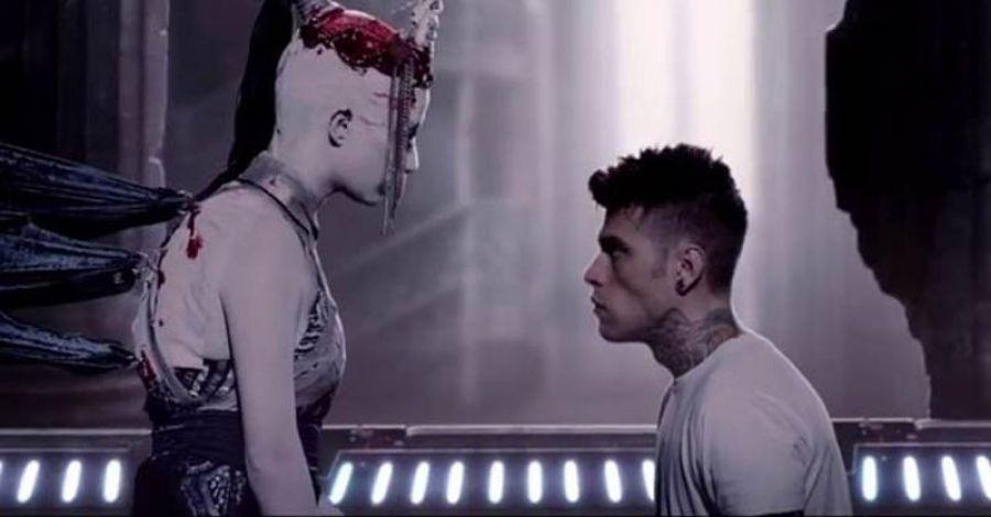 Il rapper Fedez si aggiudica il disco d'oro con L'amore eternit