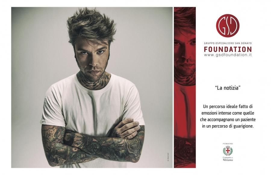 Fedez in mostra a Milano per GSD Foundation