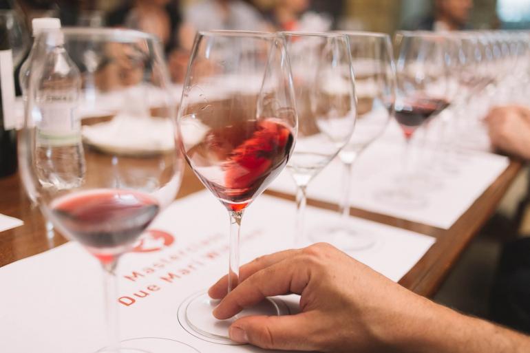 """A Villa Peripato degustazioni sotto le stelle: arriva Due Mari Winefest """"Il Bistrot"""""""