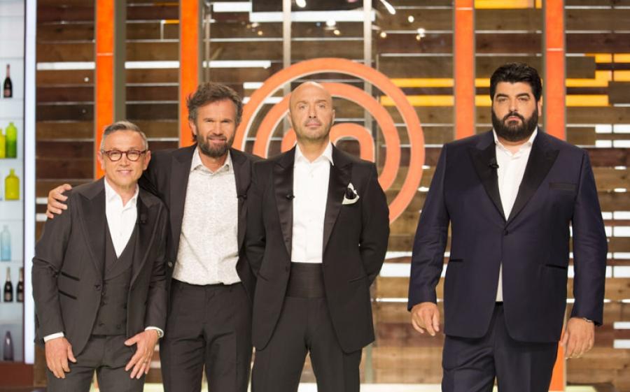 È Valerio il nuovo MasterChef Italia 2017, il talent show di Sky premia il giovane studente incoronato da Carlo Cracco, Bruno Barbieri, Joe Bastianich e Antonino Cannavacciuolo
