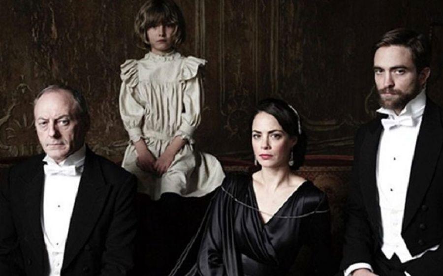 L'infanzia di un capo, al Teatro Franco Parenti di Milano il film con Robert Pattinson, Stacy Martin e Liam Cunningham