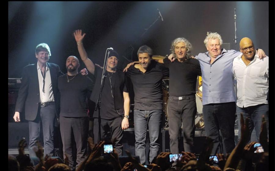 Dire Straits Legacy al Teatro Arcimboldi di Milano il concerto speciale per Fondazione Telethon