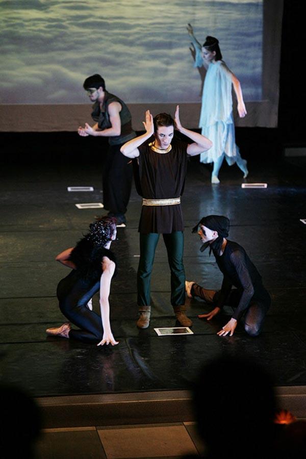 """La fondazione Egri per la danza presenta: """"Light Heroes"""""""