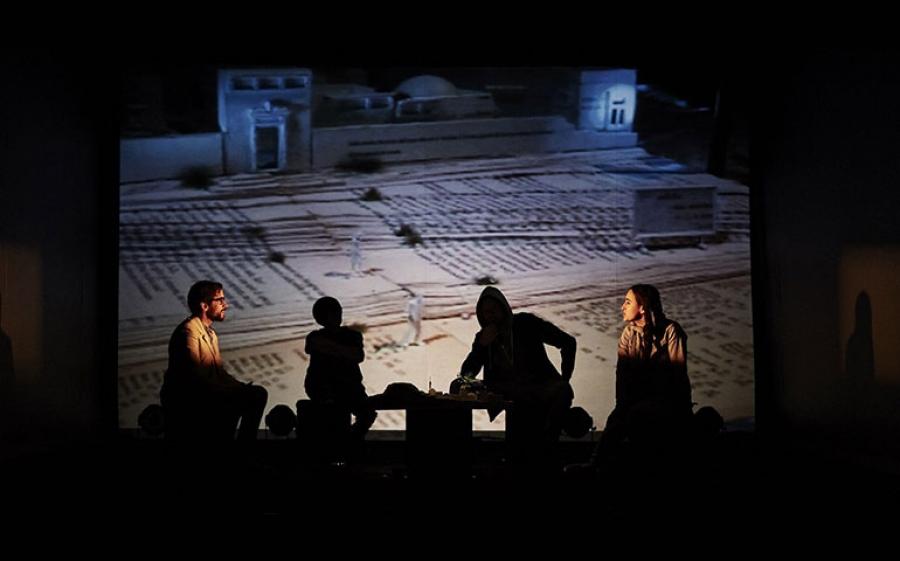 """Al teatro Franco Parenti di Milano in scena """"Ritratto di donna araba che guarda il mare"""", dal testo di Davide Carnevali"""