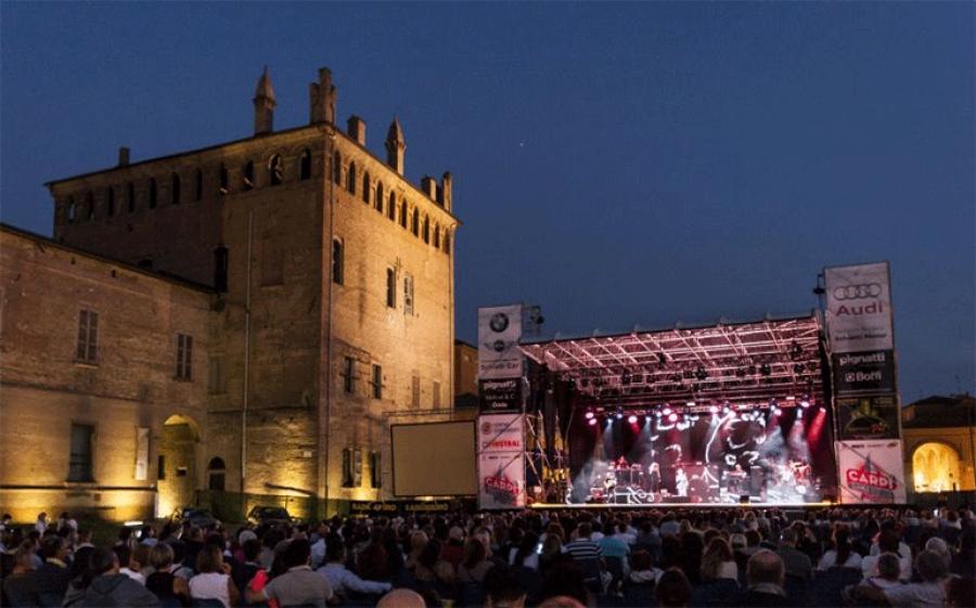 Anche quest'anno il Carpi Summer Fest apre la sua magnifica piazza a tantissimi cantanti italiani