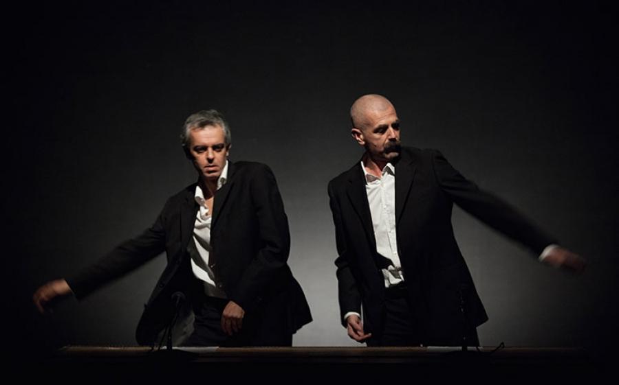 Trattato di Economia: al Teatro Elfo Puccini a Milano, uno spettacolo per capire il peso dell'esistenza
