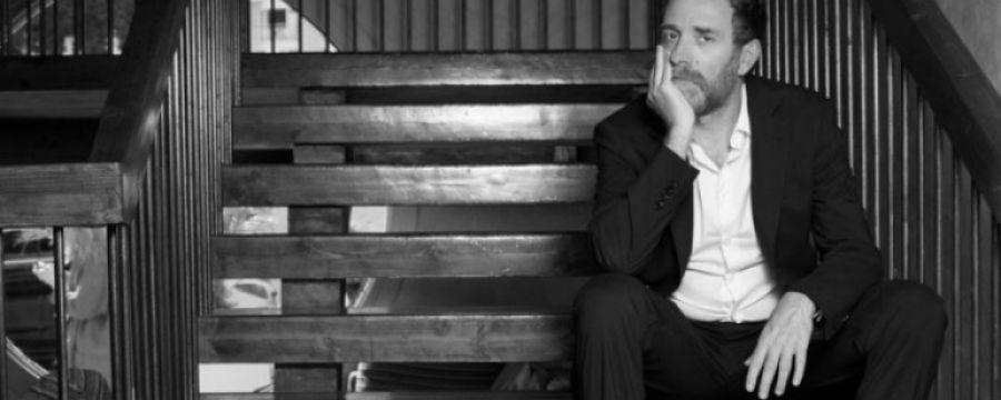 Valerio Mastandrea è al Teatro Parenti con Migliore – Una storia d'altri tempi